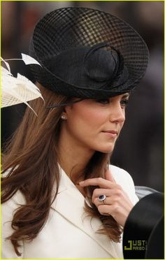 Catherine, Duchess of Cambridge, Kate Middleton in a black hat Estilo Kate Middleton, Kate Middleton Style, Middleton Family, Princesa Kate, Prince William And Catherine, William Kate, Duchesse Kate, Princesse Kate Middleton, Herzogin Von Cambridge