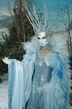 Ice Queen - Hire & Book For Parties & Events - Classique Teenage Halloween Costumes, Halloween Kostüm, Group Halloween, Halloween Parties, Ice Queen 2, Frozen Queen, Mode Rococo, Snow Queen Costume, Ice Princess Costume