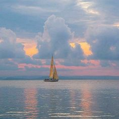 Solve Stunning View jigsaw puzzle online with 81 pieces Boat Art, Seascape Paintings, Pretty Pictures, Beautiful World, Wonders Of The World, Paris Skyline, Nature Photography, Sunrise, Scenery
