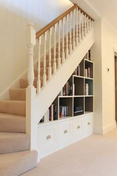 Stair Shelves, Staircase Storage, Staircase Design, Shelves Under Stairs, Storage Shelves, Book Storage, Diy Storage, Hall Storage Ideas, Under Stairs Storage Ikea