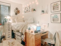 College Bedroom Decor, College Dorm Rooms, Dorm Room Themes, Cozy Dorm Room, Dorm Room Designs, Dorm Ideas, Dream Rooms, My New Room, Bedroom Ideas