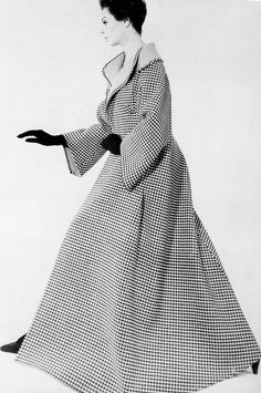 Fashion photograph for Dayton's Oval Room in Minneapolis by Blumenfeld, c.1962