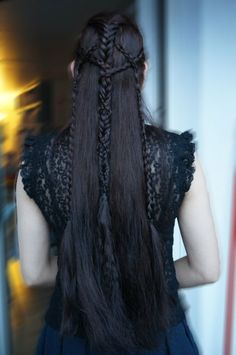 Fantastic elvenlike hairstyle by AmIGoingCrazy from Langhaarnetzwerk.