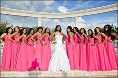 Noiva e madrinhas de rosa