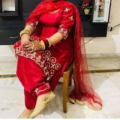 Embroidery Suits Design, Hand Embroidery, Bridal Chura, Desi Wear, Indian Designer Wear, Punjabi Suits, Dress Designs, Designer Dresses, Sari