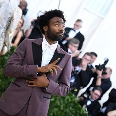 Donald Glover finally arrived as a superstar with his visceral 'This Is America' video – and now 2018 is his for the taking - Estrellas Del Mundo Donald Glover, Stevie Wonder, Sun In Libra, Anthology Film, Atlanta, Childish Gambino, Handsome Black Men, People Of Interest, Tina Fey