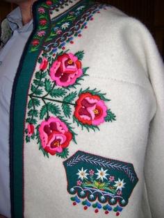 gorlskie hafty | Dziedzina twórczości: krawiectwo i haft Polish Embroidery, Embroidery Applique, Cross Stitch Embroidery, Embroidery Designs, Art Costume, Folk Costume, Polish Folk Art, Bohemia Dress, Russian Folk