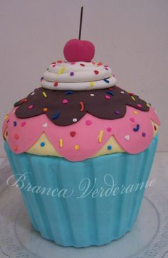 pinterest cupcakes | Pin Bolo Fake Cupcake Gigante cake picture to pinterest.