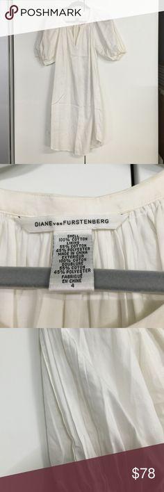 Diane von Furstenberg tunic top Sz 4. Pleated detail on both sleeves. Worn twice Diane von Furstenberg Tops Tunics