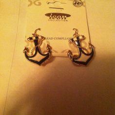 Anchor earings :)