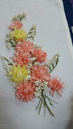 . Ribbon Art, 3d Wall Art, Flower Template, Silk Ribbon Embroidery, Felt Crafts, Paper Flowers, Homemade, Embroidery Hoop Crafts, Fabric Ribbon