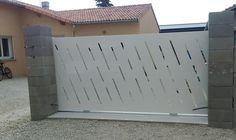 portail moderne, portail découpe Backyard Gates, Welding, Garage Doors, Exterior, Outdoor Decor, Wall, Design, Home Decor, Gates Driveway