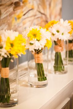 Remember to have vases/mason jars with water on the head table to display the bouquets during dinner! Daisy Bridesmaid Bouquet, Yellow Bridesmaids, Flower Bouquet Wedding, Bridal Bouquets, Daisy Wedding, Camo Wedding, Garden Wedding Centerpieces, Daisy Centerpieces, Tall Centerpiece