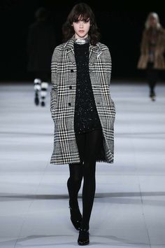 Foto SLHW201415 - Saint Laurent Herfst/Winter 2014-15 (1) - Shows - Fashion - VOGUE Nederland
