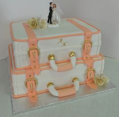 Two tier suitcase wedding cake~engagement party? Cupcakes, Cupcake Cakes, Creative Wedding Cakes, Creative Cakes, Beautiful Cakes, Amazing Cakes, Cake Pops, Going Away Cakes, Wedding 2015