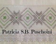 Cinza e verde atende aos gostos refinados e discretos. Modelo de @pepamagalhaes19 #pontoreto #artesanato #embroidery