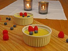 Crema catalana er en lettere variant enn sin franske søsken creme brûlée. Den tilføres som regel litt andre smaker. Den er dessuten enklere og raskere å lage, enn creme brûlée.