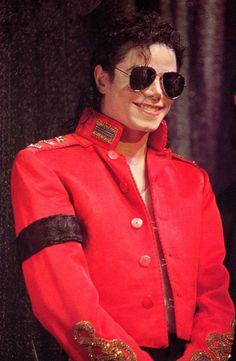 """23 de febrero de 1995 - Michael recibe el Premio Humanitario """"Harry Chapin Memorial"""", en la 37ª Convención del NARM (Asociacion Nacional de Comerciantes del sector Discográfico)."""