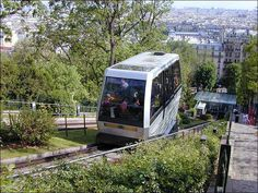 Montmartre Funicular >>> I will most definitely be taking a ride in it, this time.