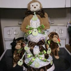 Monkey Diaper Cake....my cousin made this for a friends baby shower. How cute is it :-)
