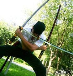 Google Image Result for http://www.trcosplay.com/wp-content/uploads/2011/11/Cosplay-Zoro-one-piece.jpg