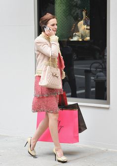 """Leighton Meester Photos - Actress Leighton Meester on the set of """"Gossip Girl"""" outside Milly Madison Avenue on September 2011 in New York City. - On Location For """"Gossip Girl"""" Gossip Girl Blair, Moda Gossip Girl, Estilo Gossip Girl, Gossip Girls, Estilo Blair Waldorf, Blair Waldorf Outfits, Blair Waldorf Style, Leighton Meester, Gossip Girl Outfits"""