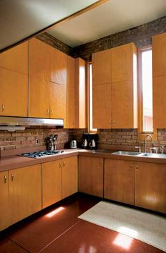 Restoring a Frank Lloyd Wright Farmhouse - Old House Journal Magazine Frank Lloyd Wright Style, Usonian House, Modern Craftsman, Craftsman Style, Prairie House, House Journal, Craftsman Furniture, Mid Century Design, Kitchen Interior