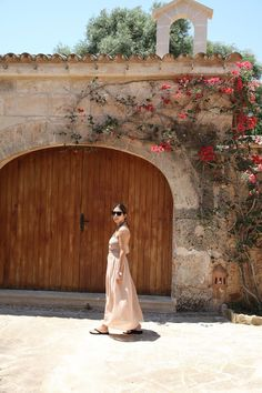 From beach to lunch: transparent maxi skirt in nude color Instagram: QUEENOFTATE