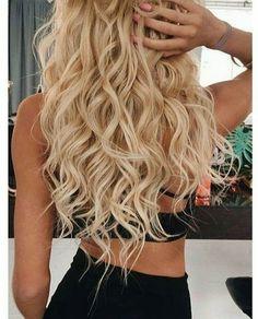 Wavey beach hair http://gurlrandomizer.tumblr.com/post/157388342302/cute-short-curly-haircuts-for-beautiful-women