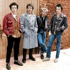 ♡ paintandroachspray 70s Punk, Punk Goth, Marc Bolan, Sid And Nancy, Johnny Rotten, Uk History, Classic Monsters, The Clash, Punk Fashion
