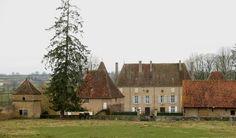 Château de Terzé►►http://www.frenchchateau.net/chateaux-of-bourgogne/chateau-de-terze.html?i=p