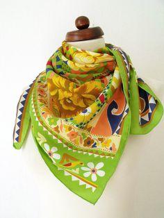 Vintage scarf with floral print  Green von PaperdollVintageShop, €9,90