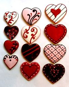 Decorated Heart Cookies  I like the various ways to decorate hearts of any kind...fabric, paper, etc.