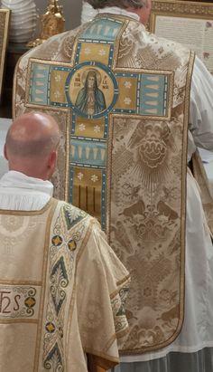 Detalhe de casula romana - Berlim, Alemanha /   New Liturgical Movement: Vestment Work Seen in Berlin