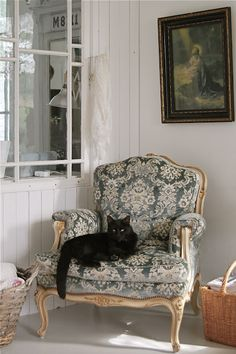 Black cat! I love black cats. Incensewoman