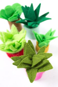 DIY Cute Tiny Felt Succulents - - DIY Cute Tiny Felt Succulents Crafts from PinkStripeySocks how to make tiny felt succulents with kids- super cute craft that also makes a great DIY gift Felt Crafts Kids, Easy Crafts For Kids, Cute Crafts, Diy For Kids, Diy Crafts, Acorn Crafts, Felt Turtle, Felt Succulents, How To Make Diy
