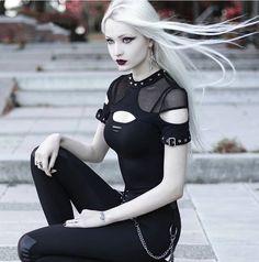 Gothic Girls, Hot Goth Girls, Goth Beauty, Dark Beauty, Mafia Outfit, Blonde Goth, Looks Dark, Goth Model, Hip Hop