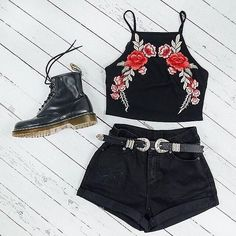 Toughen up floral with this rad outfit 🔥 OFF the 'Semi Sweet Crop' + 'Donna… Festival Looks, Festival Wear, Festival Fashion, Summer Outfits, Casual Outfits, Cute Outfits, Boho Fashion, Fashion Outfits, Womens Fashion