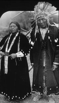 Spokane couple Judge Joe Levi and wife, 1920 :: American Indians of the Pacific Northwest -- Image Portion Native American Pictures, Native American Women, American Indian Art, Native American History, Native American Indians, American Symbols, Native Indian, Indian Tribes, Native Art