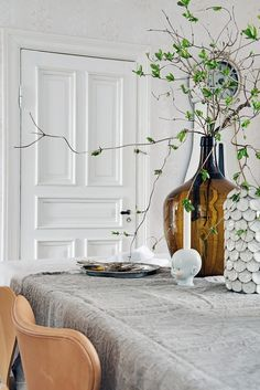 Living Room : dining room with spring decor Scandinavian Interior Design, Scandinavian Home, Home Interior, Interior Styling, Style At Home, Table Diy, Tadelakt, Deco Floral, My New Room