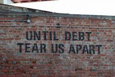Até que a dívida nos separe.