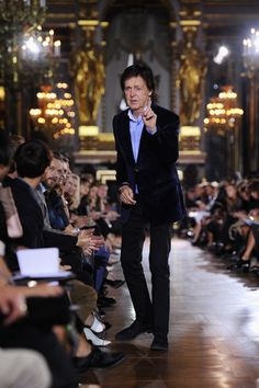 Man on the runway. Sir Paul McCartney makes his way to his seat at his daughter Stella McCartney's fashion show during Paris Fashion Week on Sept. Beatles Band, Beatles Songs, The Beatles, Sir Paul, John Paul, Great Bands, Cool Bands, Stella Fashion, Paul Mccartney And Wings