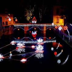 #NoëlCraon Les lumières de #Noël sur le vieux pont et sur la rivière l'autonomie à #Craon en #sudmayenne ! Féerique ! #Mayenne #tourisme #xmax #slowlydays #igersfrance #igerspaysdelaloire (à Craon, Pays De La Loire, France)