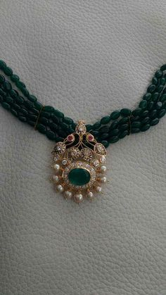 Love this pendant! Would be awesome for a chickstyle necklace Gold Jewelry Simple, Mom Jewelry, India Jewelry, Pearl Jewelry, Antique Jewelry, Beaded Jewelry, Beaded Necklace, Temple Jewellery, Ribbon Necklace
