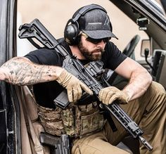 Military content for Patriots daily. Army Men, Military Police, Tactical Beard, Tactical Operator, Army Ranks, Girly Girl Outfits, Human Poses Reference, Army Wallpaper, Tactical Equipment