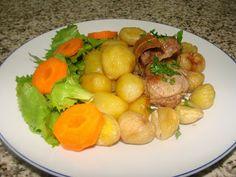 Na Cozinha com os J's: Rojões com batatinhas e castanhas em banha de porc... Meat, Chicken, Baby Potatoes, Cook, Recipes, Pork, Cubs