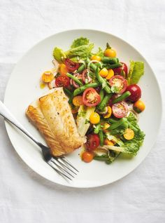 Looking for an easy meal idea that also gets the kids to eat more fish? This recipe will be your new weeknight saviour! Beet Hummus, Beet Salad, Roasted Vegetable Salad, Roasted Vegetables, Ricardo Recipe, Pineapple Salad, Beef Recipes, Healthy Recipes, Fish Salad