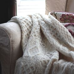 Lovely aran throw - exactly what I want to make. I need to find a pattern though!