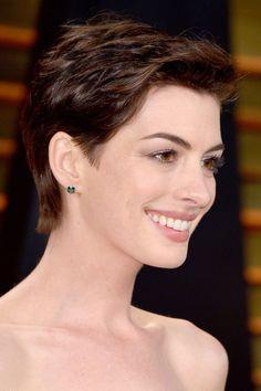 Anne Hathaway Pixie Cut, Anne Hathaway Hair, Les Miserables, Pixie Haircut Thin Hair, Thin Hair Cuts, Smokey Eye For Brown Eyes, Oval Faces, Hair Inspiration, Anne Hattaway