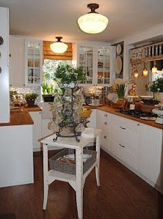 LaurieAnna's Vintage Home: The Kitchen at 5th Place - Makeover Photos!